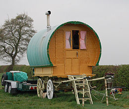 Gypsy_wagon,_Grandborough_Fields_-_geograph_org_uk_-_1256879